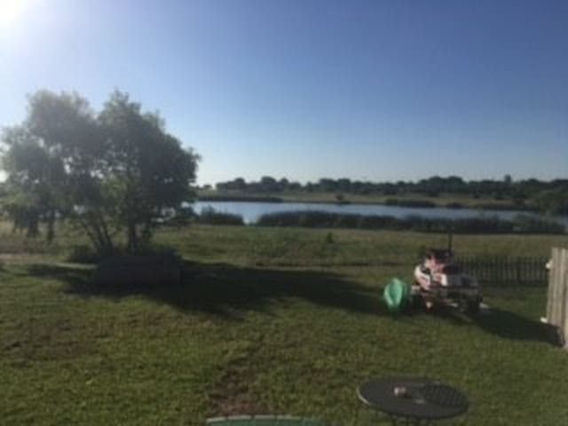 House w/ 10 Acre Lake SUBLET from JUNE 1 - SEPT 1