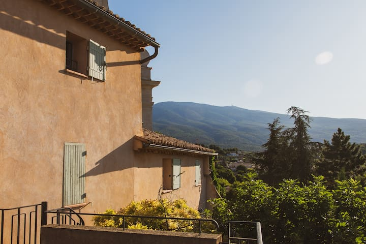 Gorgeous 4-bedroom house in Bedoin w/ pool