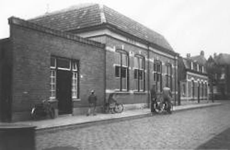 """Authentiek omgebouwde school """"de Burcht"""" - Roosendaal - House"""