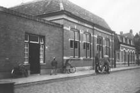 """Authentiek omgebouwde school """"de Burcht"""" - Hus"""