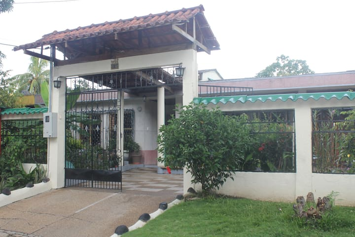 Casa de Nora & Alejo - Independent room - Leticia, Amazonas, CO - บ้าน