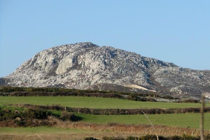 Yn yr Ardd Holyhead mountain