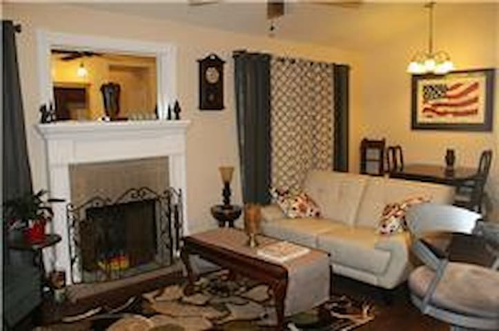 Furnished 2bed/2bath condo- GREAT RATE! - The Woodlands - Apartament