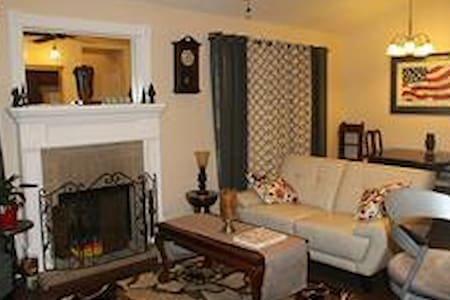 Furnished 2bed/2bath condo- GREAT RATE! - The Woodlands - Kondominium