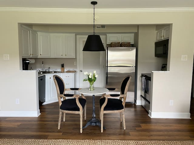 4 Bedroom Condo - Walking Distance to the Grove