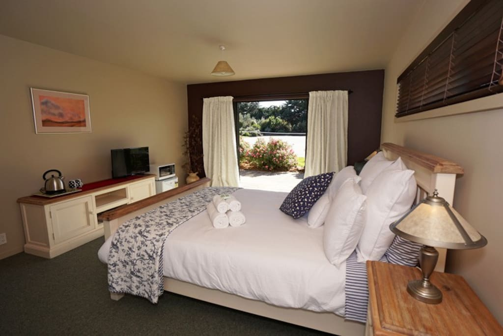 Pink rose room terrace lodge luxury boutique b b bed for Luxury boutique bed and breakfast