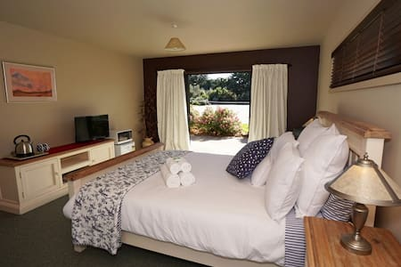 Pink Rose Room @ Terrace Lodge-Luxury Boutique B&B - Leithfield