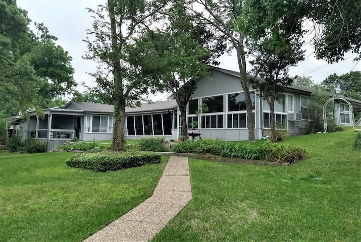 Lakeside Family Retreat | Walk to the Water!