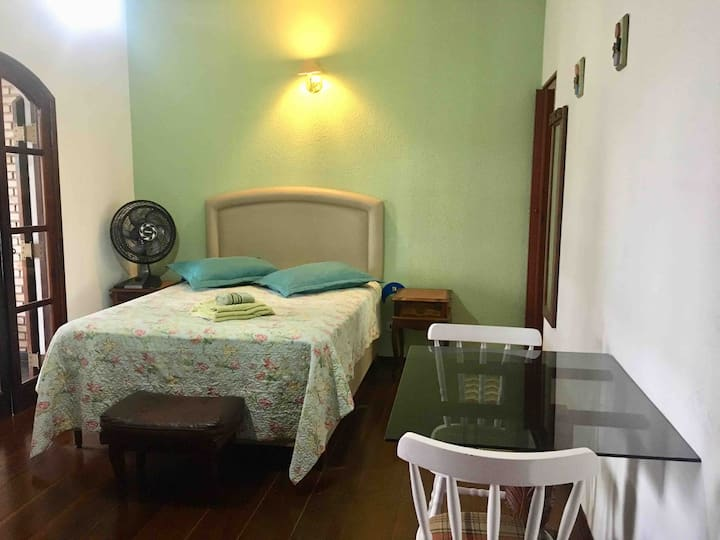"""""""Suite Sabiá"""" Centro-São José   Campos com sacada"""