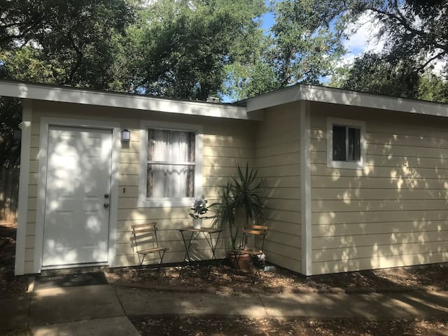 Child/Pet friendly Guesthouse in private backyard