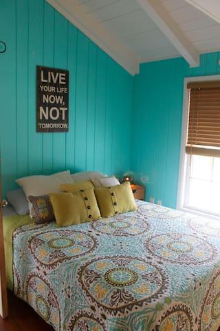 Cozy Surf Cottage Studio 3 miles 2 SK Beach