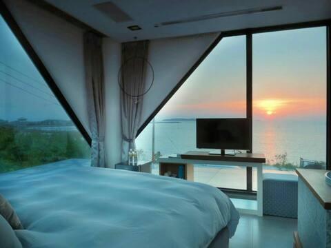 [澎湖日出雙人房]180度面海, 直接在床上看日出月昇 , 退潮可下海看潮間帶生態及沙灘看沙蝦,沙蟹