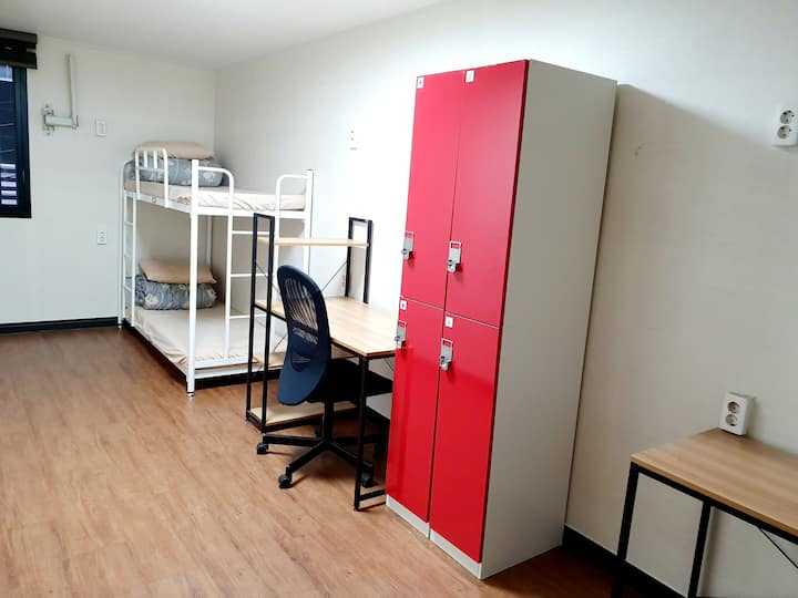 Cost-Effective Twin room  in Busan Downtown Area