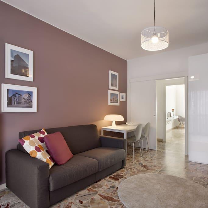 soggiorno con divano letto matrimoniale/living room with double sofa bed