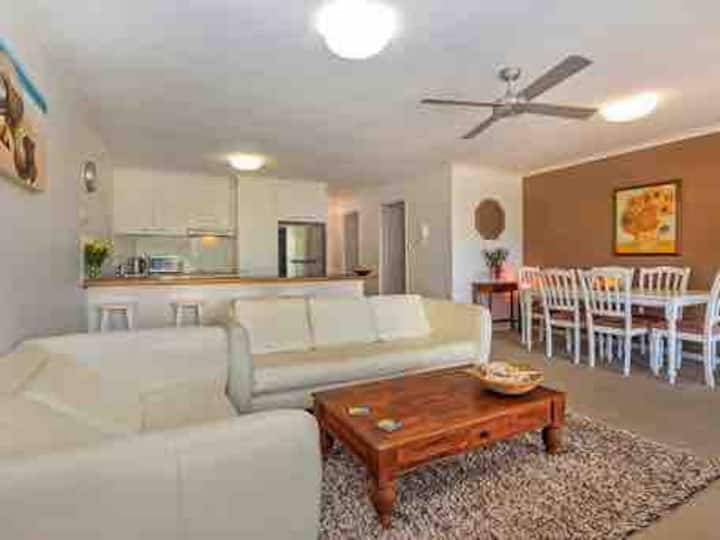 2bed aircon.beach unit.Pool.Secure parking.Balcony