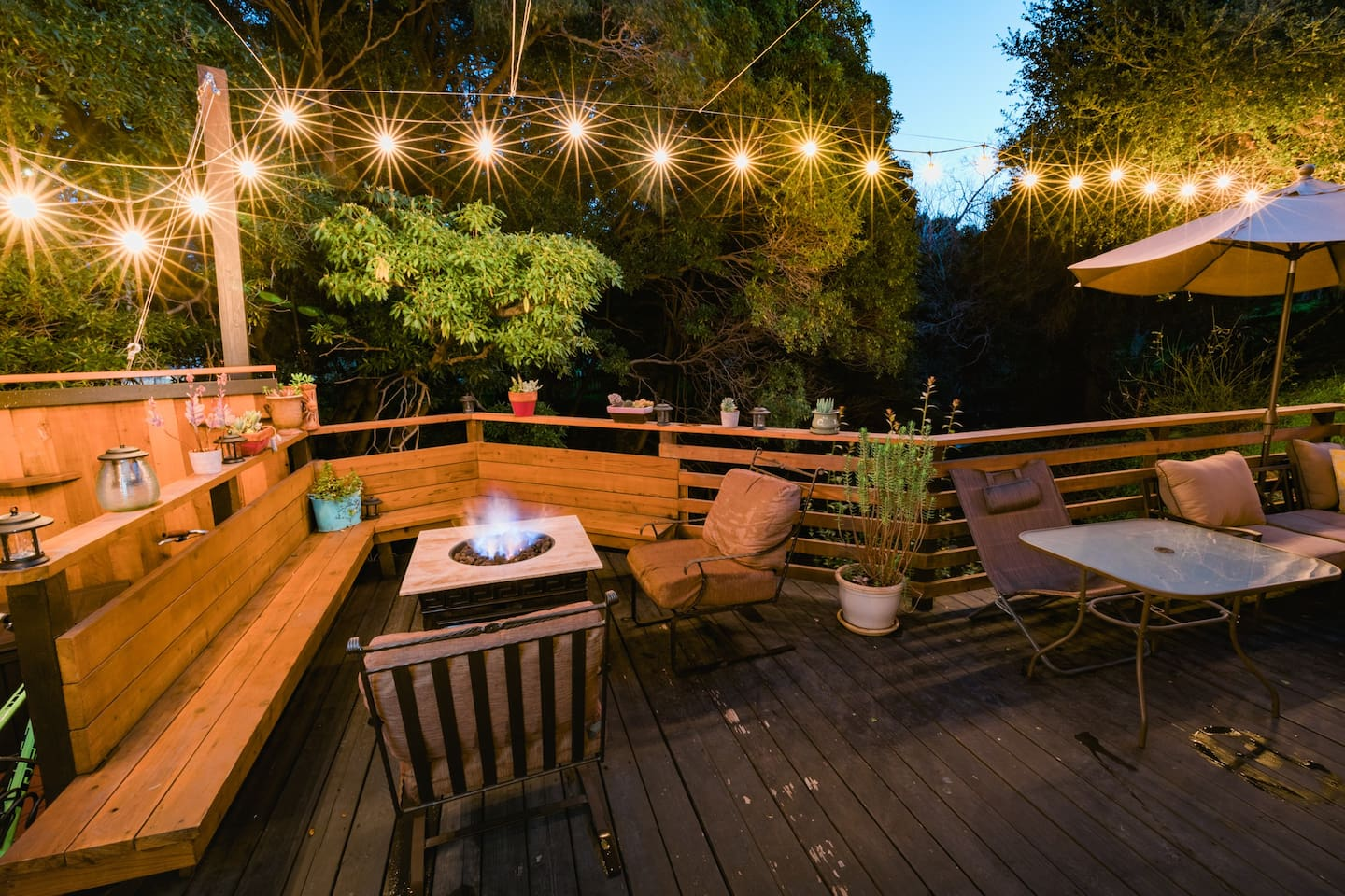 Creekside Deck and Firepit! Beautiful ambiance!