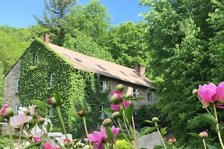 Cozy, Historic Inn near Jiminy Peak Skiing - Canaan - Bed & Breakfast