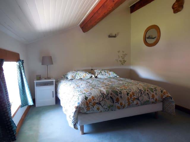 Petite chambre sous le toit