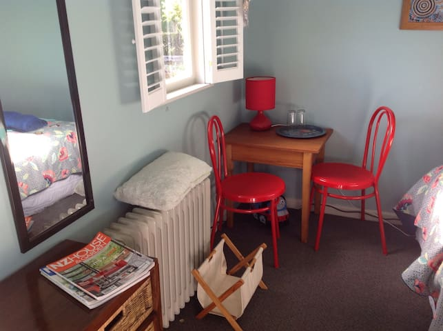 This detached guest room is comfortable and brightly furnished sleeping two people