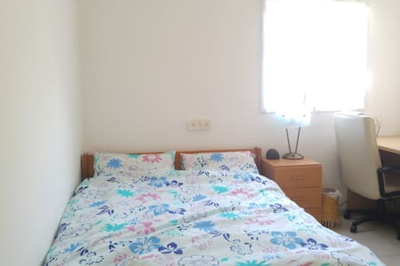 ROOFTOP APT !  20 min from TEL AVIV - Rehovot - Wohnung
