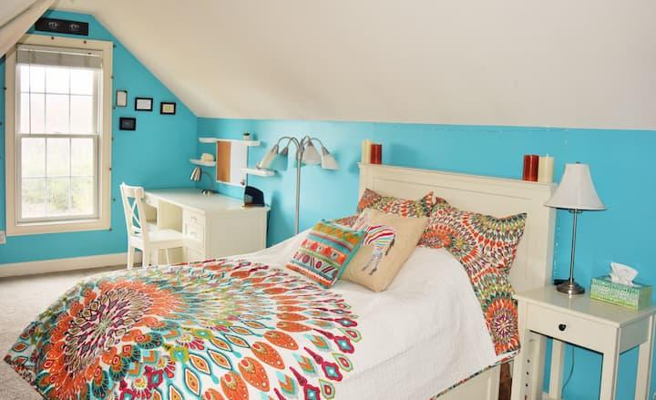 Turquoise Master Suite w/bath 2mi to town