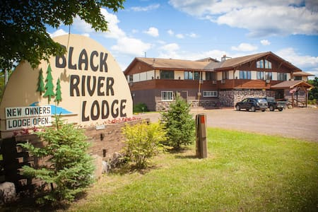 Black River Lodge - Ironwood - Bed & Breakfast