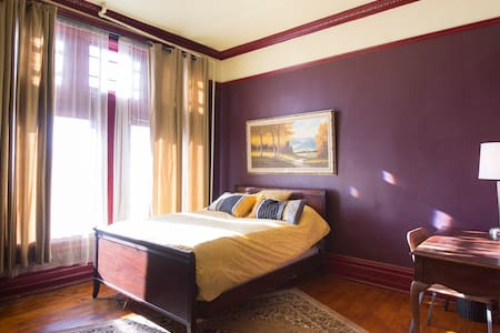 "Washington ""Wine"" Room - near CTA - Chicago"