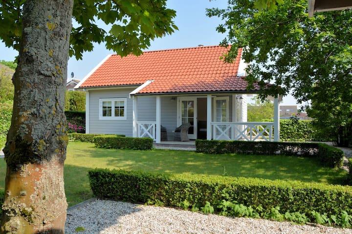 Knusse cottage in Noordwijk vlak bij het strand en de duinen