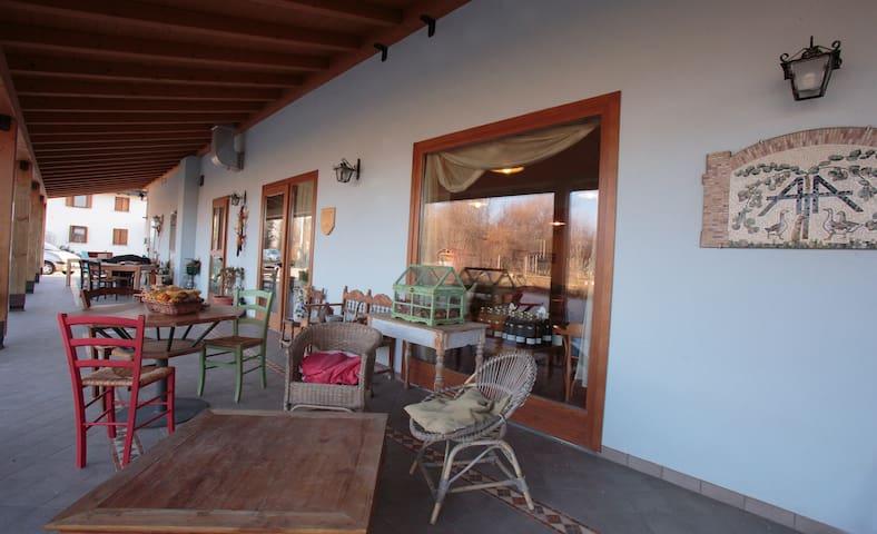 Stanza privata con bagno nella campagna friulana