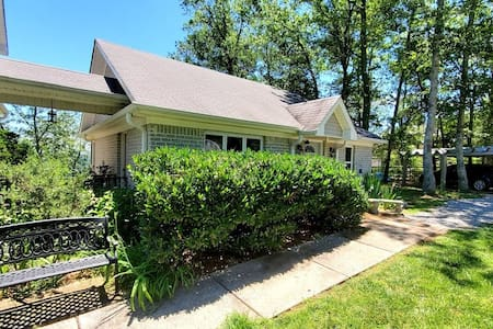 Sunrise Bluff Bungalow ~ Private Guest House