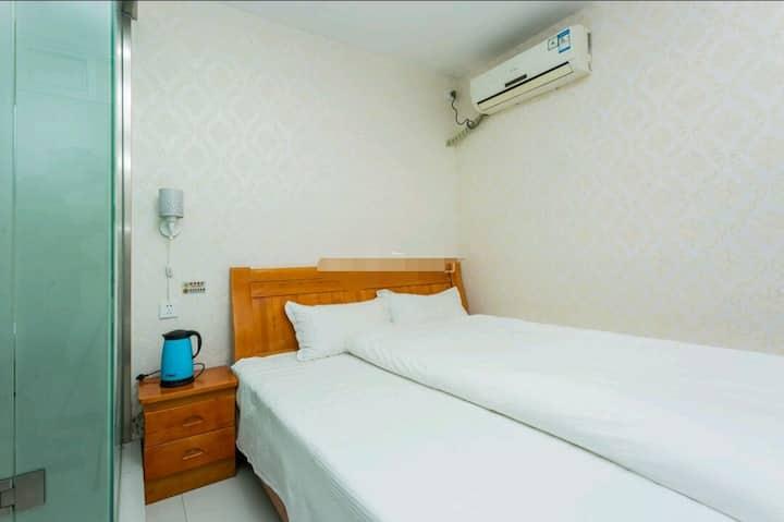 江南春客栈2.2米舒适大床房(可住二位成人一位儿童)