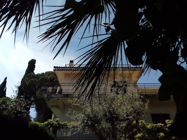Holiday between Etna & sea (Barna room)