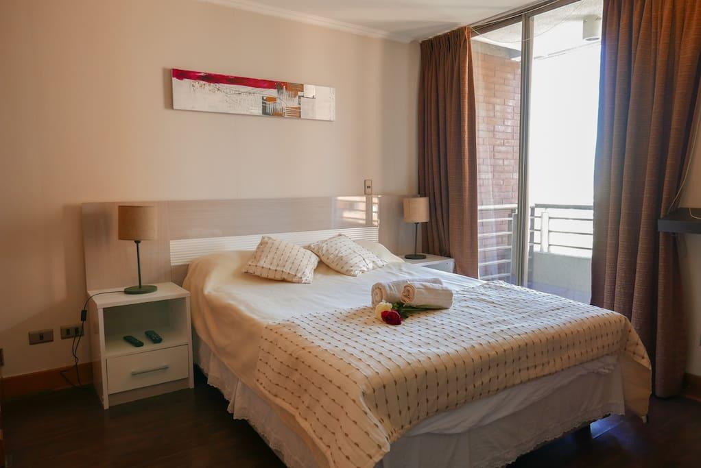 Dormitorio con cama de dos plazas