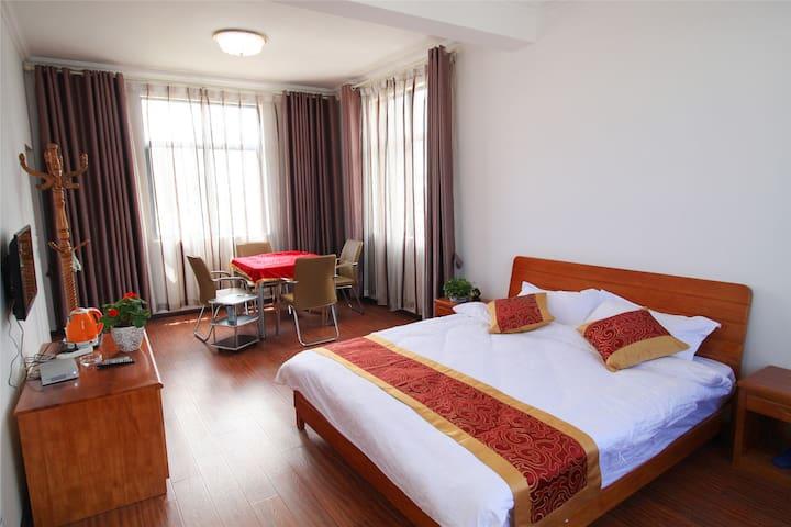 清馨别苑——苍山下的民居,可以眺望洱海的地方(大床房) - Dali - Hostel
