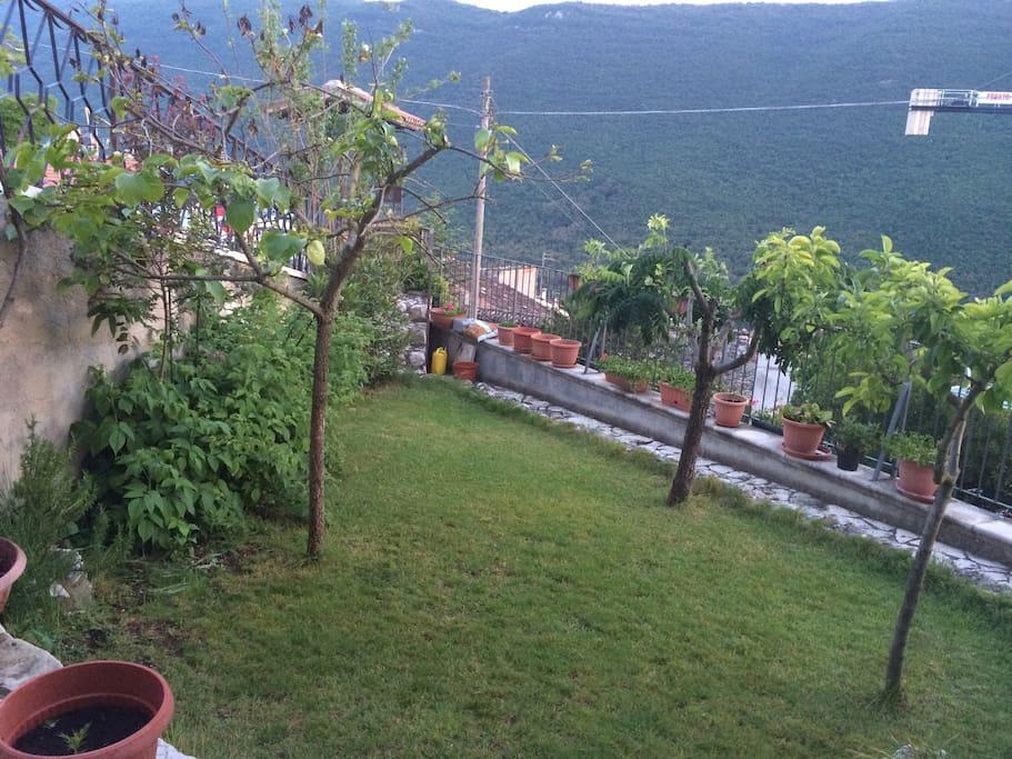 giardino con ingresso