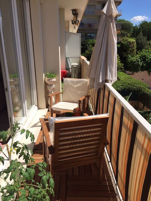 Grand balcon ensoleillé