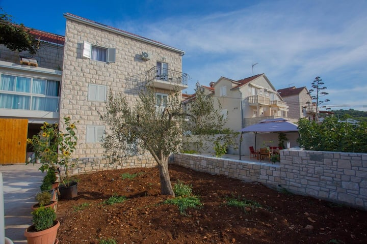 Apartment Mato - with parking : A1(2) Sutivan, Island Brac