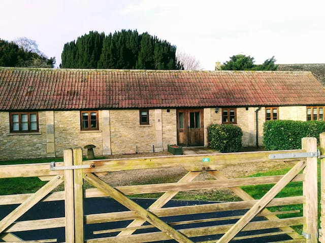 2 bedroom cottage in Marston Meysey, Cotswolds
