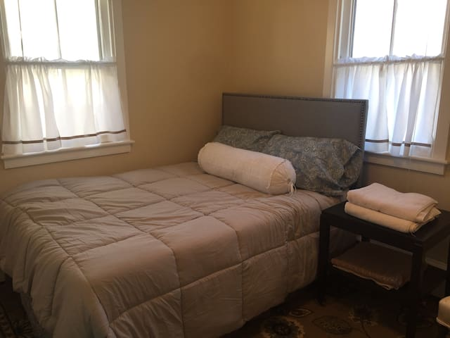 Best deal on a bedroom in Frederick - Frederick