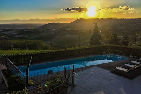 Appartamento panoramico nel cuore delle Langhe - Monforte d'Alba