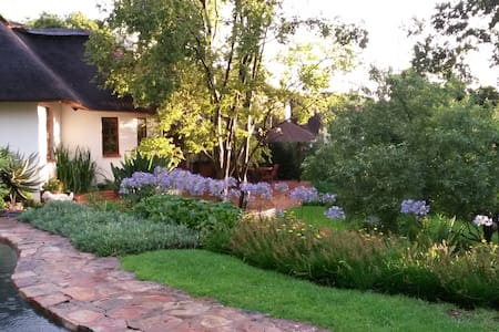 The Handbuilt House self-catering cottage and BnB - Sandton - Wohnung