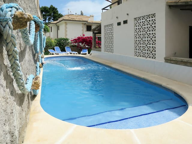 Cozy holiday apartment in Cala San Vicente