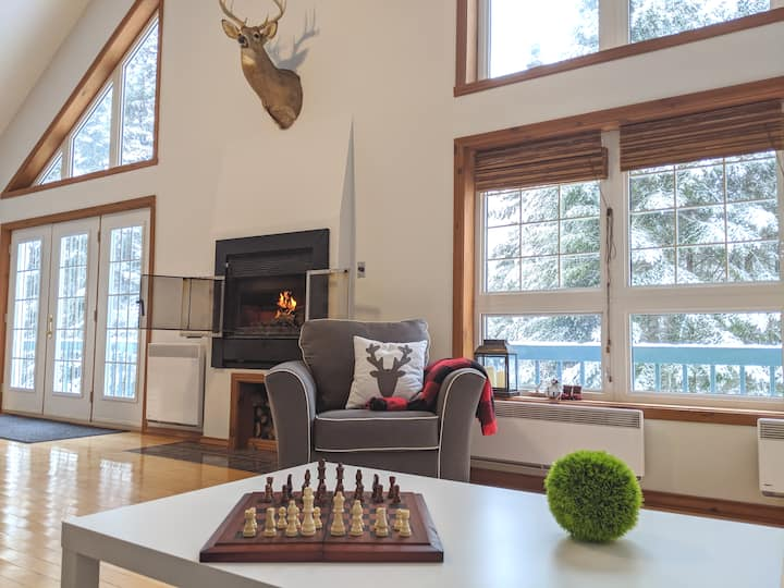 Spacious chalet close to North side of Tremblant