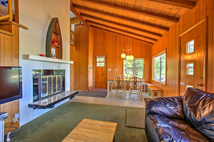 Lakefront Branch Cottage w/ Dock, Kayaks & Grill!