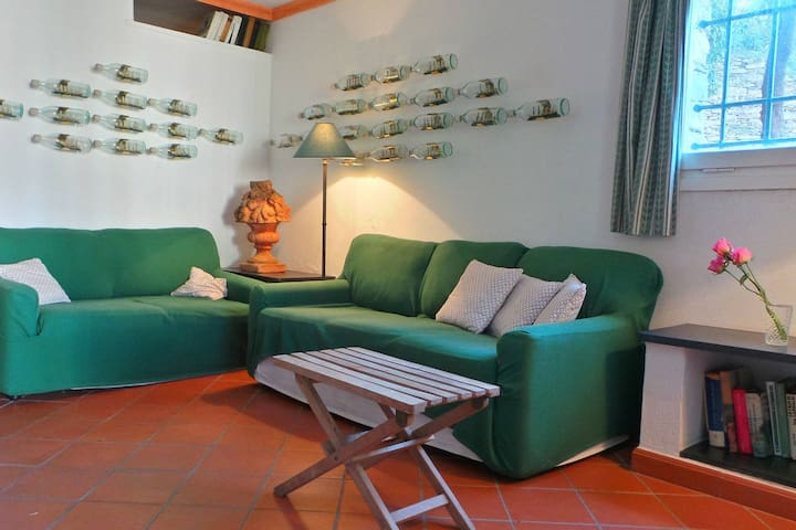 Macera, parking, garden with green view and WiFi