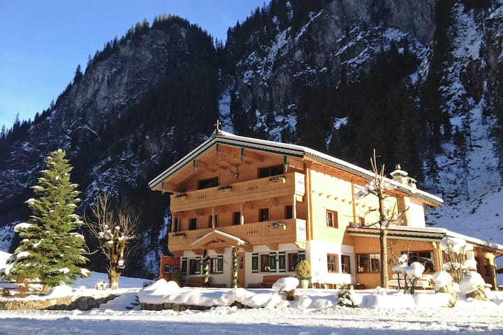 Schönes Chalet in Mayrhofen in der Nähe der Skilifte
