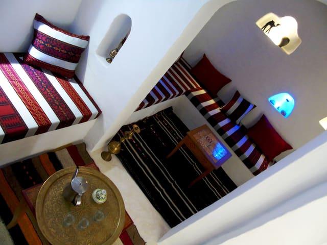 Le salon Maure qui vous attendra pour un thé à menthe après votre repas à notre table d'hôte...