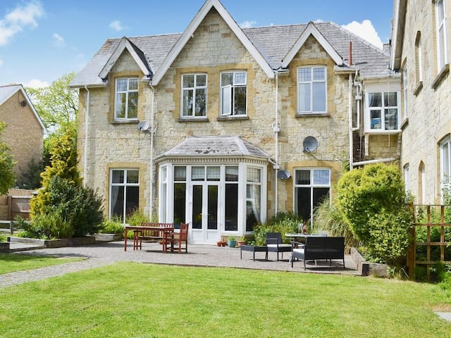 Extremely spacious Victorian 8 bed property