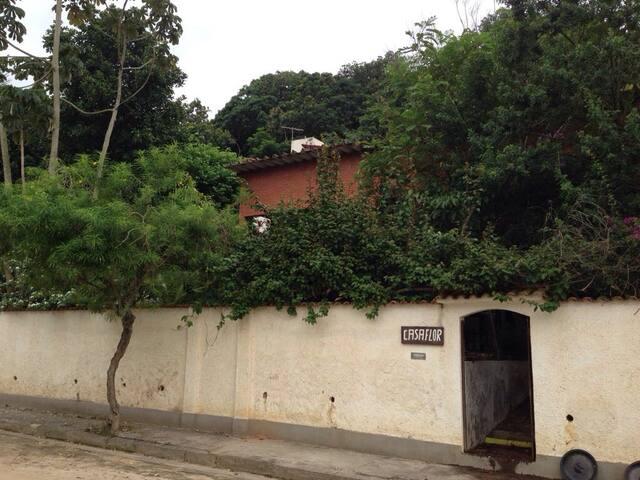 Suíte para casal em casa com piscina, Paquetá RJ