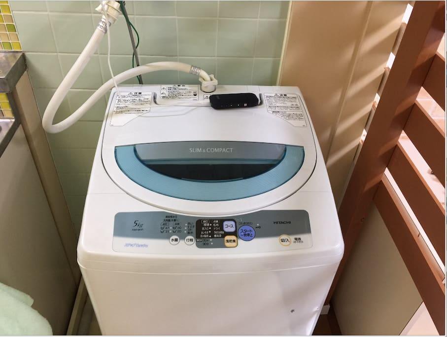 室内に洗濯機がありますのでご遠慮なくお使いください。 洗剤は常備しております。